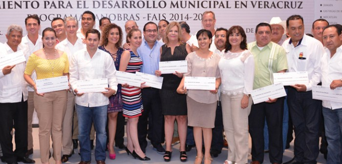 Entregan Javier Duarte y Director de Banobras casi 800 millones de pesos a 45 municipios