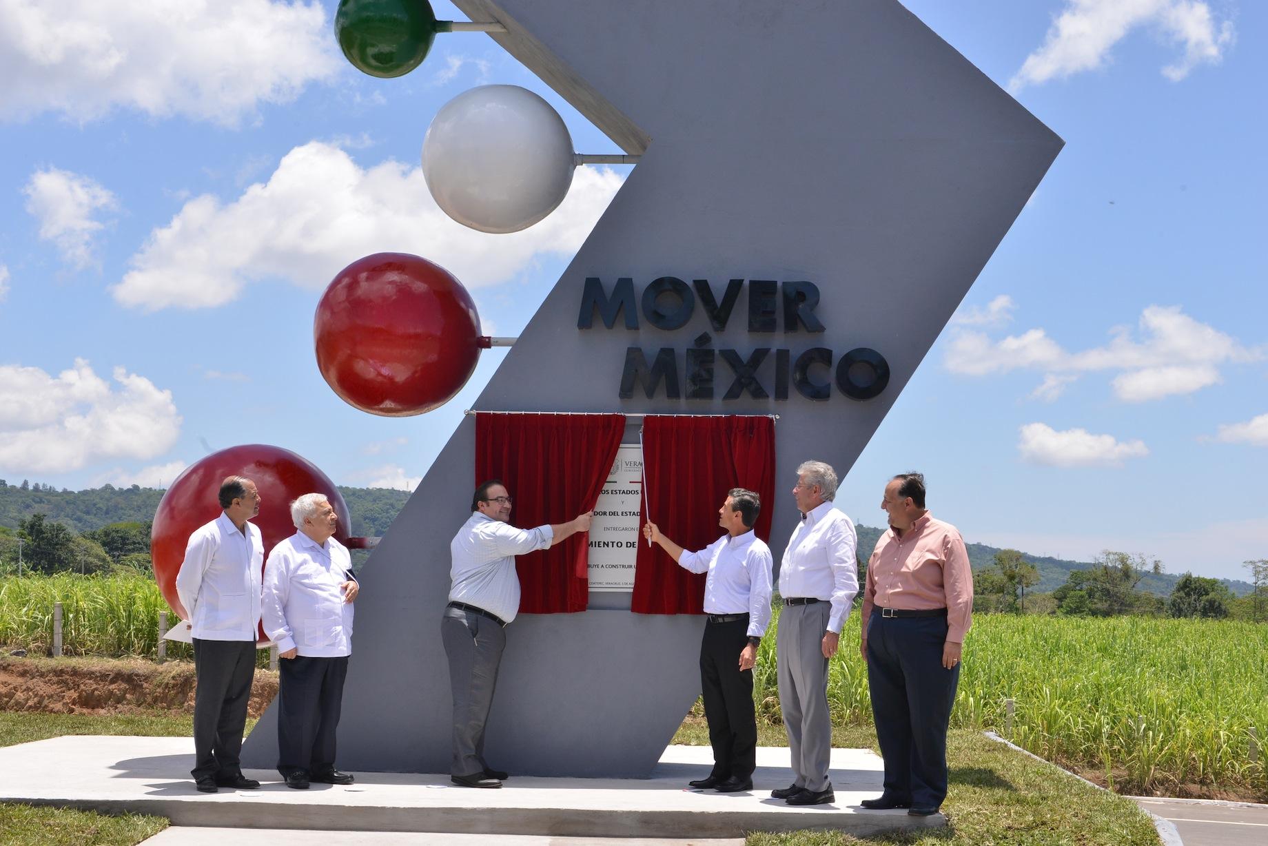 Inaugura el presidente Enrique Peña Nieto el Libramiento de Coatapec