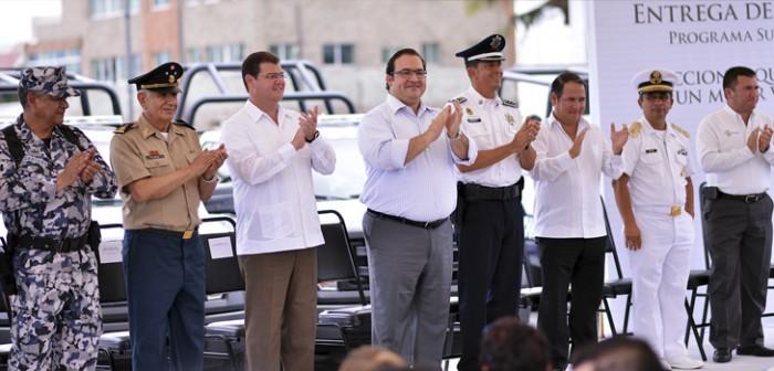 Con nuevas patrullas, se refuerza la seguridad en el puerto de Veracruz: Javier Duarte