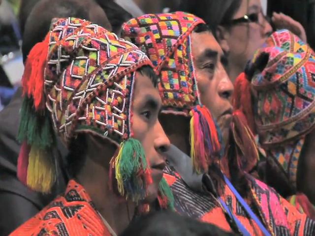 Resaltan atuendos típicos en la Cumbre por la Paz 2014