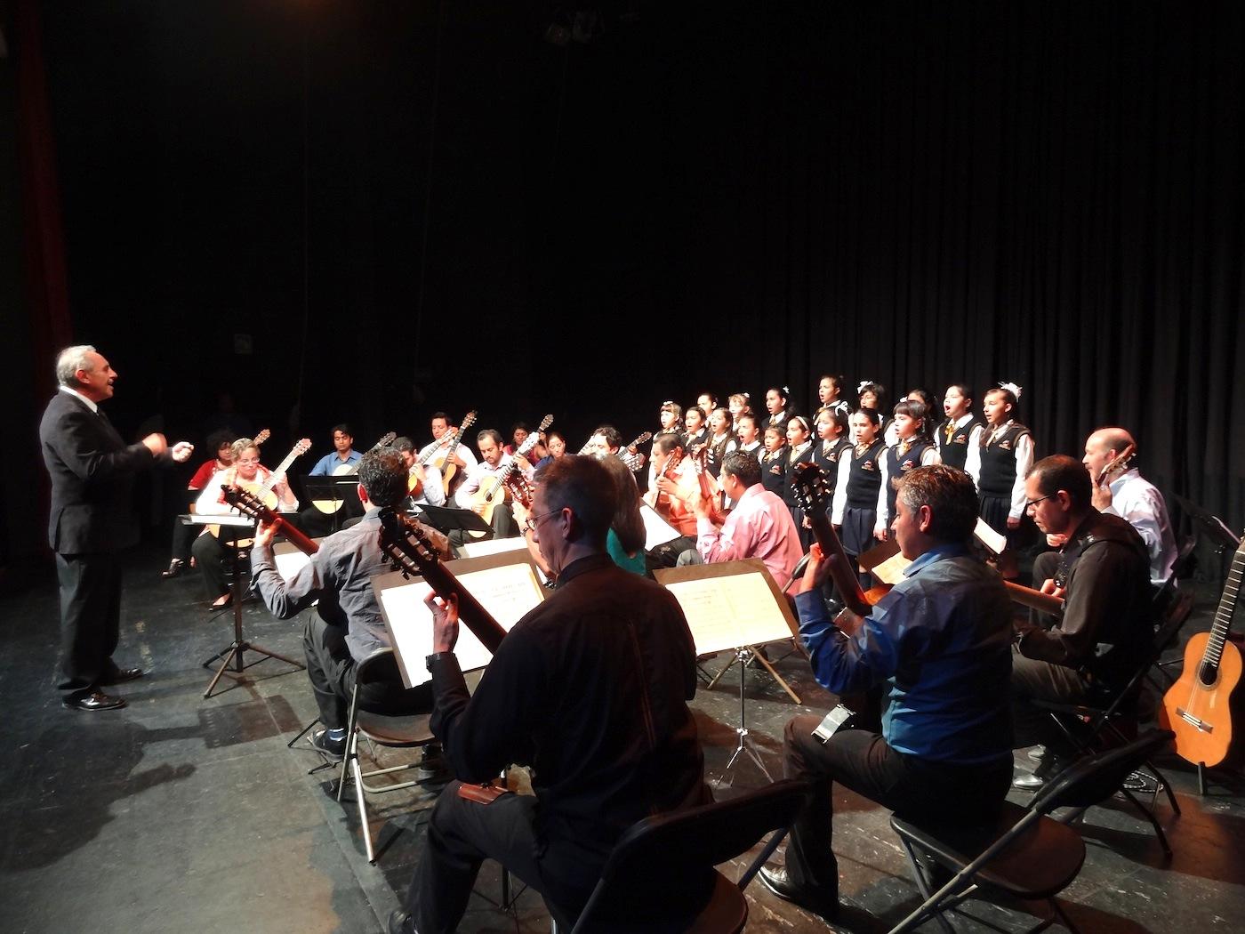 Orquesta de Guitarras engalana el Festival Siete Décadas de Luz