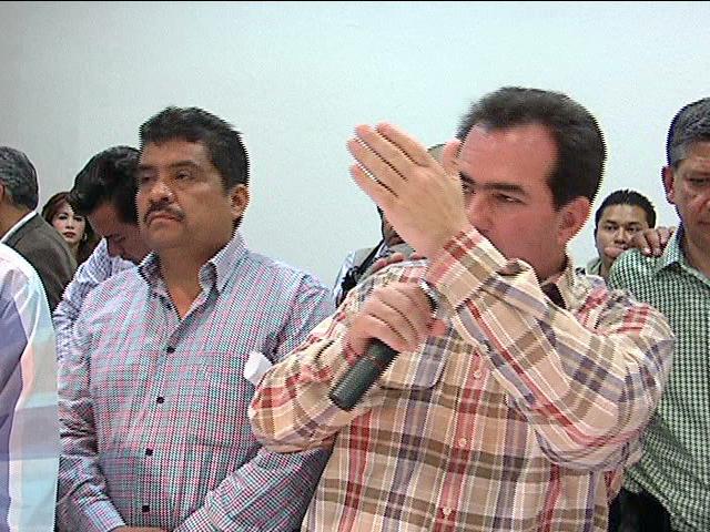 Entrega el senador José Yunes Zorrila apoyos a las 10 regiones cafetaleras de Veracruz