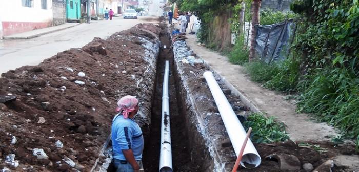 Atiende CAEV daños en redes de abastecimiento de agua en Naranjos y Tlapacoyan