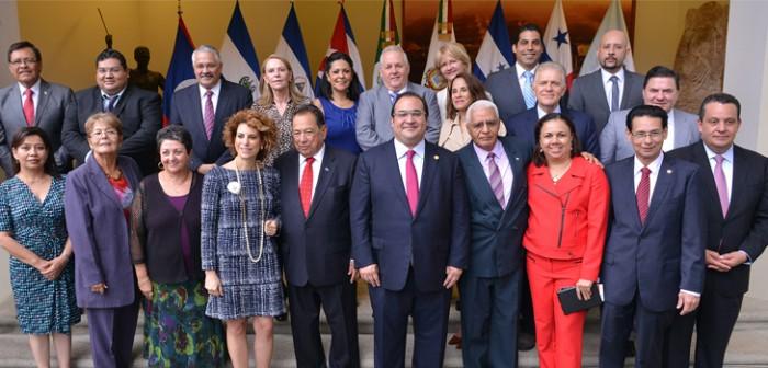 Informa gobernador Javier Duarte a embajadores y cónsules de los avances en organización de los JCC