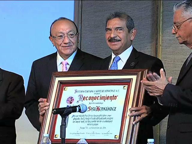 El magistrado Alberto Sosa Hernández recibe el premio al Mérito Ciudadano 2014