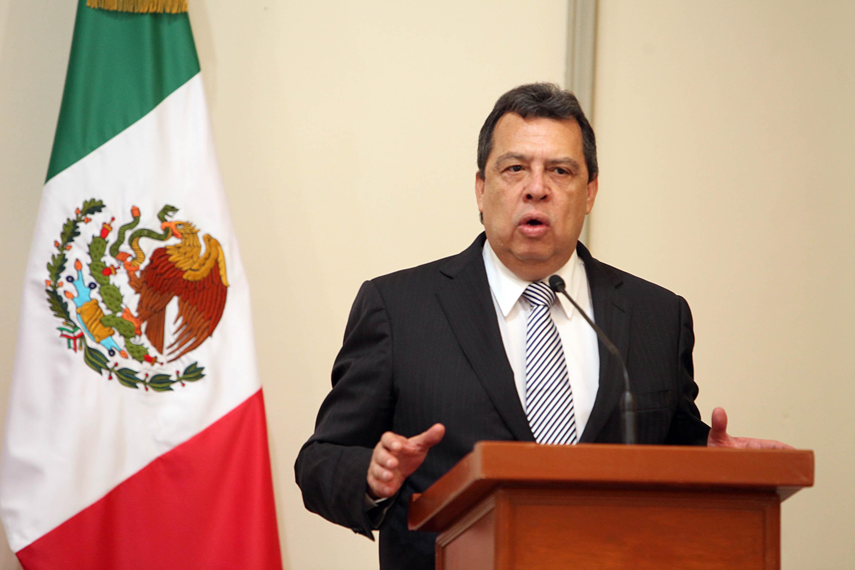 Aguirre Rivero solicitará licencia al cargo de gobernador