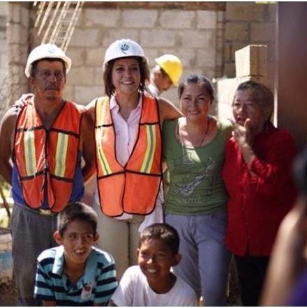 Supervisa Anilú Ingram construcción de cuartos en colonia Las Granjas