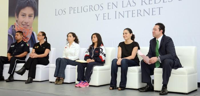 Con éxito realizó DIF estatal el foro Los Peligros de las Redes Sociales y el Internet