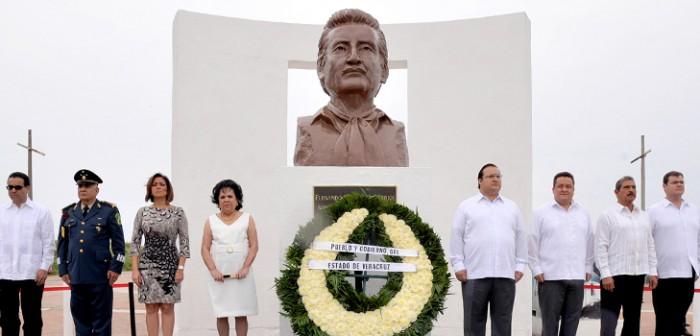Rinde gobernador Javier Duarte homenaje a la memoria de don Fernando Gutiérrez Barrios