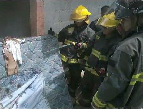 Incendio en Coatepec por corto circuito