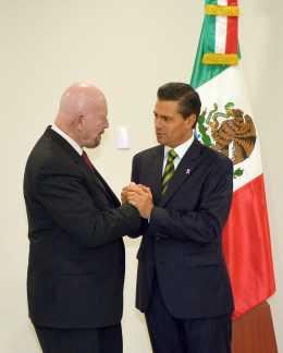 Designa Peña Nieto a Mondragón y Kalb comisionado contra adicciones