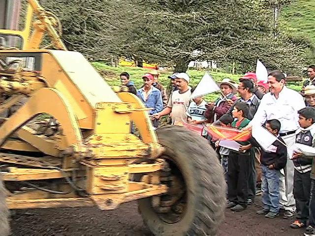 Inaugura Montano Guzmán obras carreteras en Tonayán