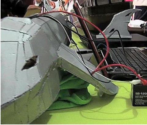 Construyen robot en forma de tiburón para medir temperatura y contaminación del agua