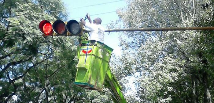 Da mantenimiento Tránsito del Estado al sistema de semaforización en Xalapa