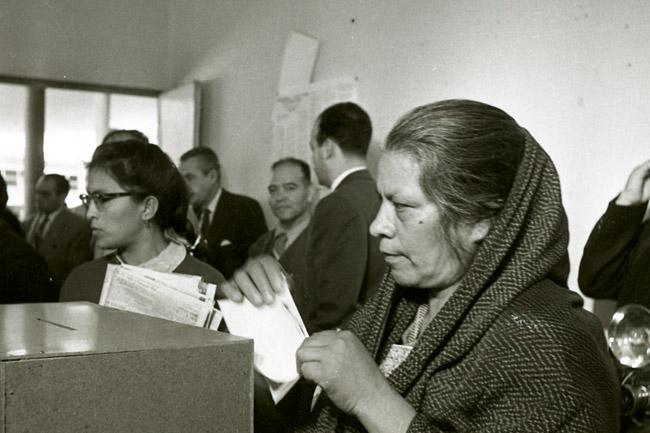 Conmemoran el 61 aniversario del voto de la mujer en México