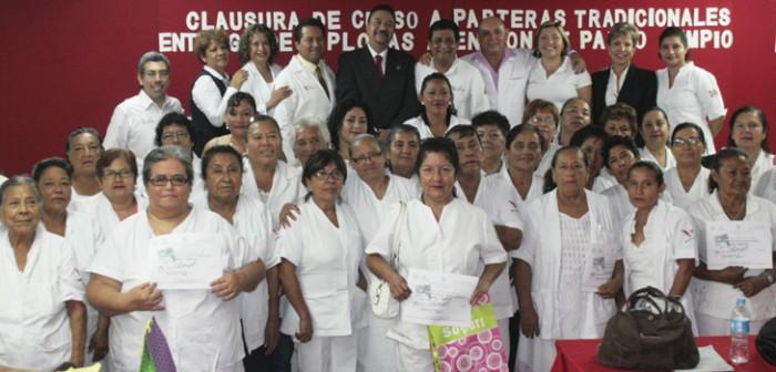 Certifica Secretaría de Salud a 50 parteras tradicionales en la región de Veracruz