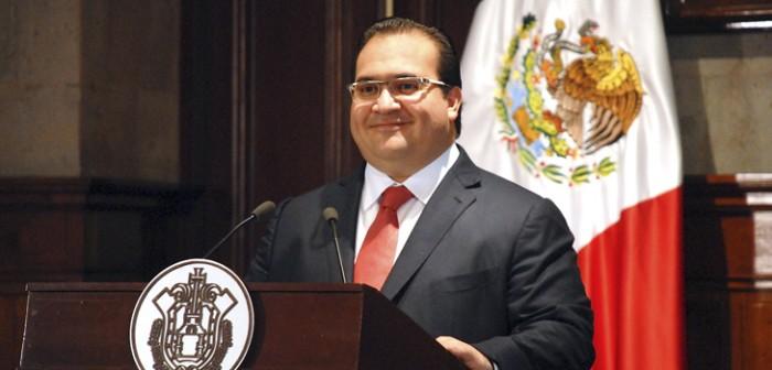 Anuncia Javier Duarte eliminación del cobro de la tenencia vehicular