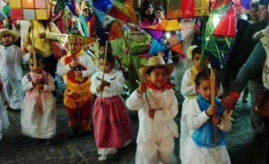 Tradición de la rama, entre cánticos y callejones se mantiene viva en Xalapa y resto del estado