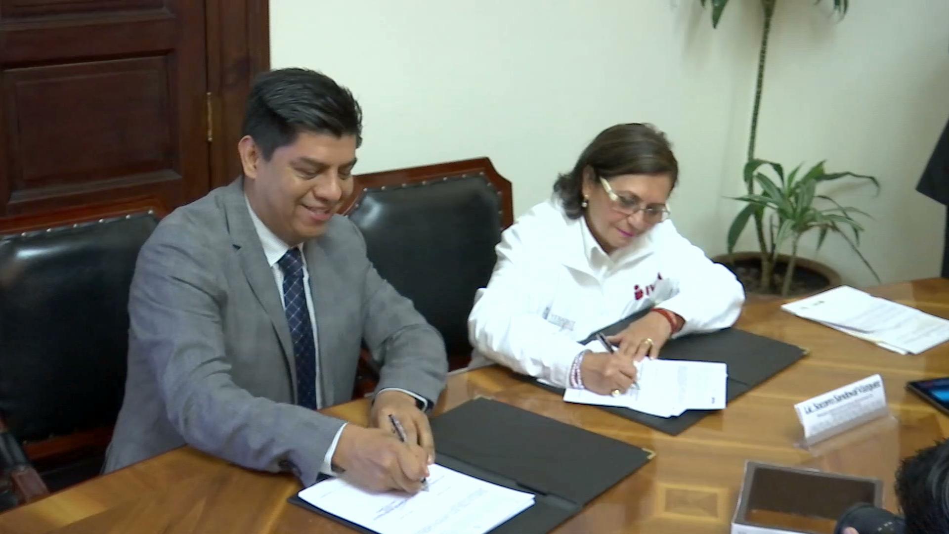 IVEA y Colver firman convenio para participar en programa Jóvenes Adelante por la Alfabetización