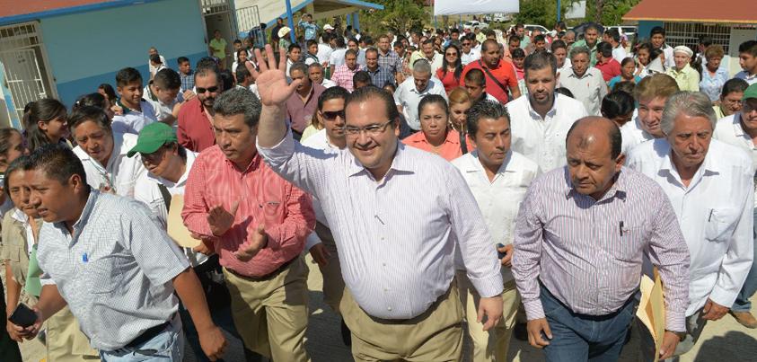 Veracruz invierte en educación para superar rezagos y acceder a una vida más justa: Javier Duarte