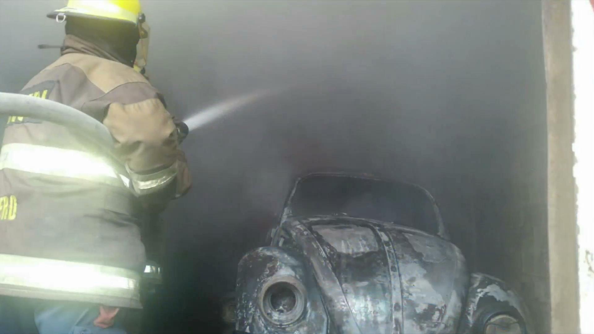 Incendio en taller mecánico alarma a vecinos en Córdoba