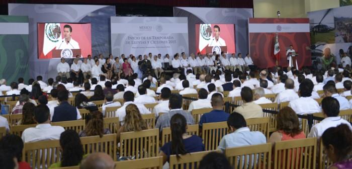 Proteger la vida de los mexicanos ante fenómenos meteorológicos, prioridad del Gobierno: Peña Nieto