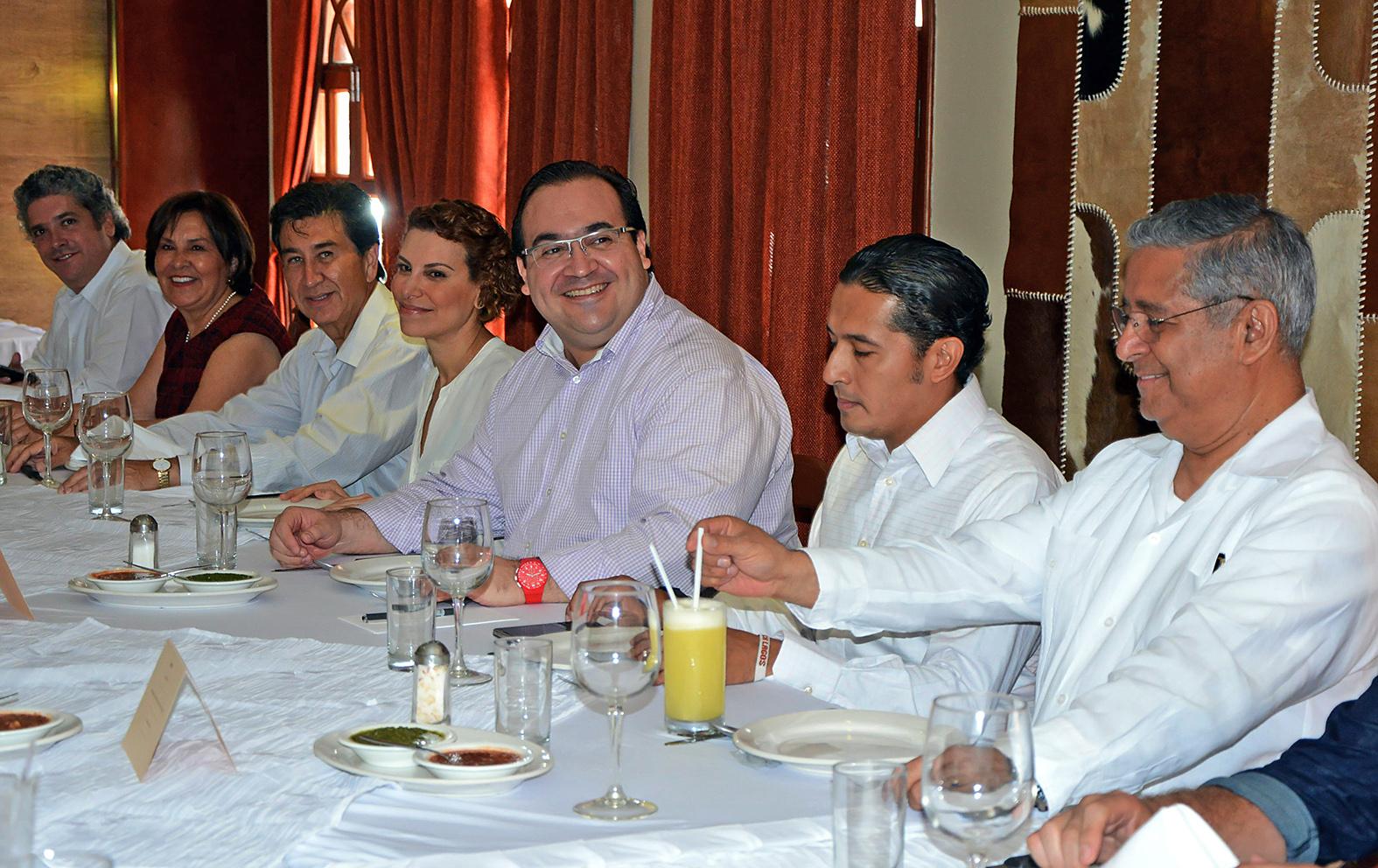 Se reúne el gobernador Javier Duarte con diputados electos