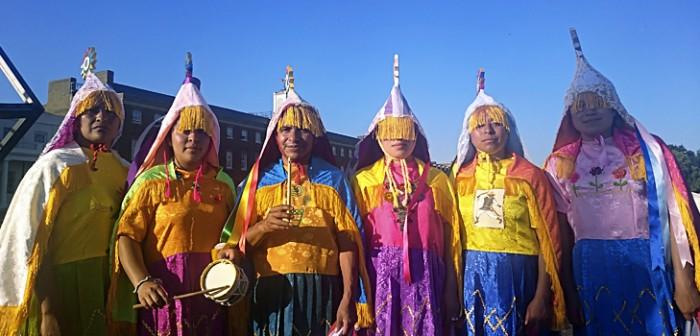 Participación femenina en la Ceremonia Ritual de Voladores, en Inglaterra