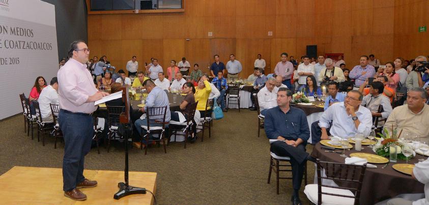 Se reúne Javier Duarte con comunicadores de la zona sur del estado