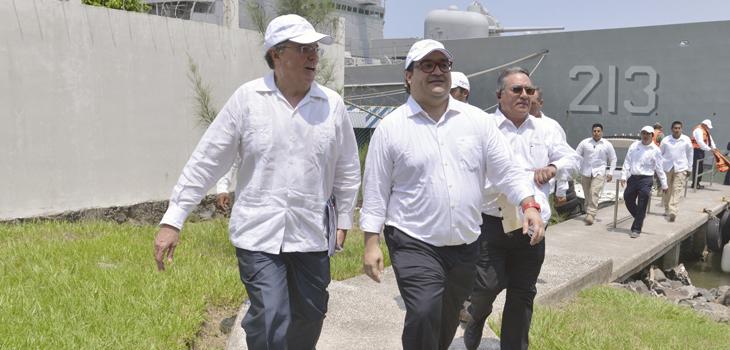 Supervisa Javier Duarte terminal de contenedores en Tuxpan