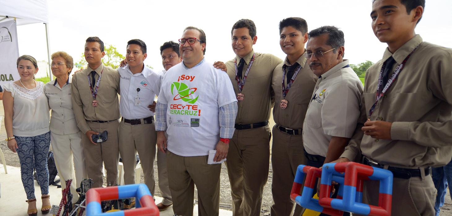 Inaugura Javier Duarte plantel 22 del Cecytev, en Medellín