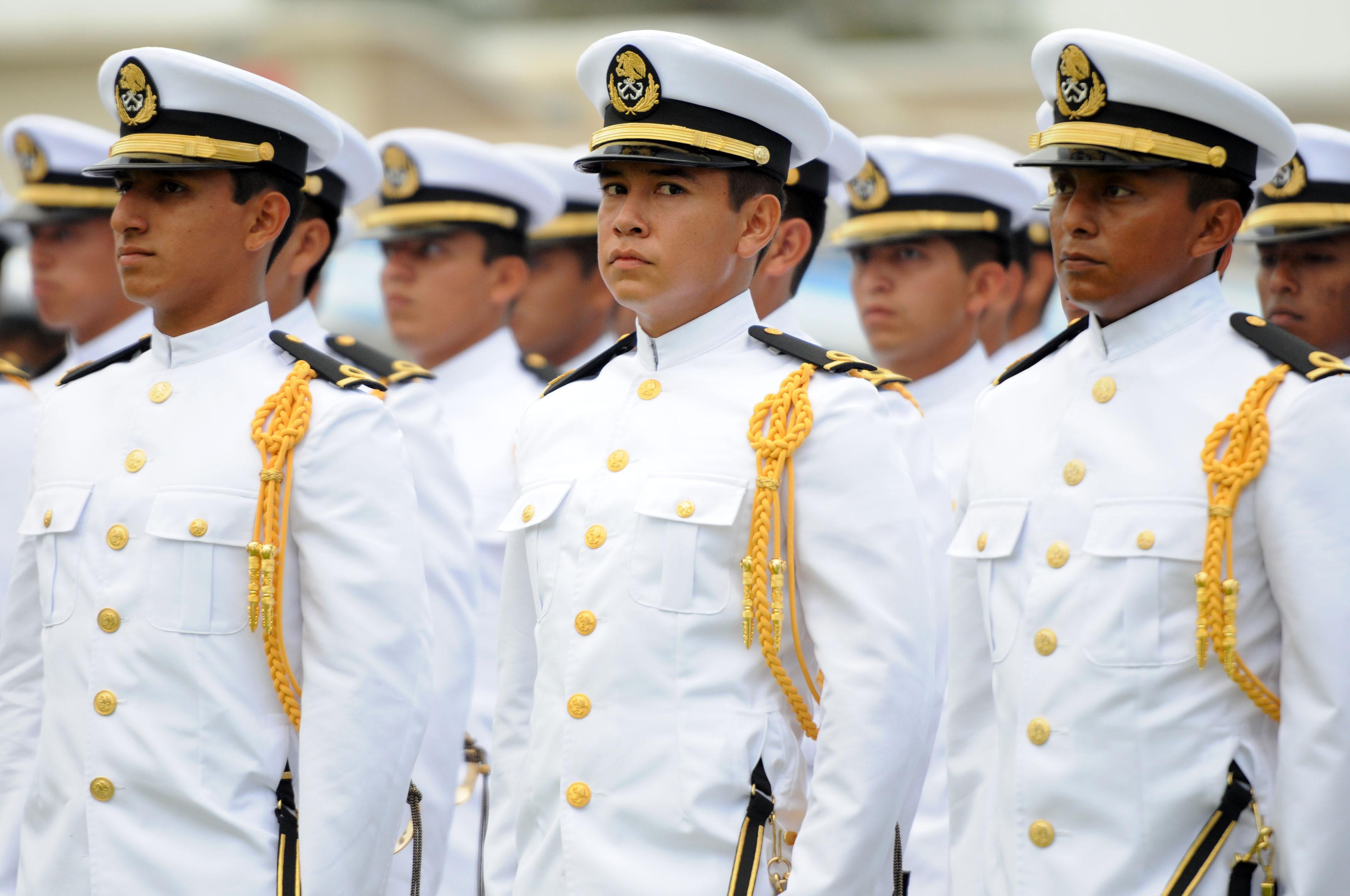 Nuevos oficiales en la Marina Armada de México