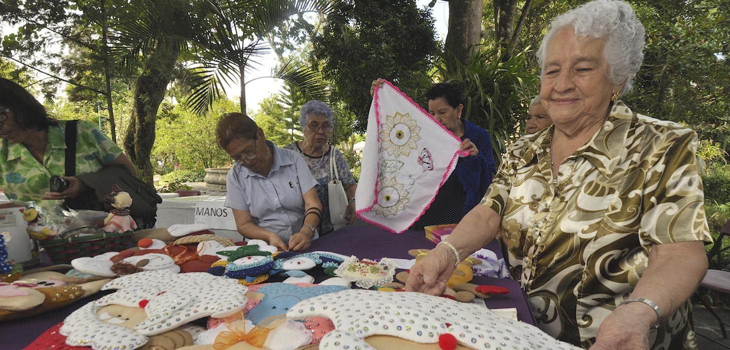 Realiza La Quinta de las Rosas expo-venta del adulto mayor