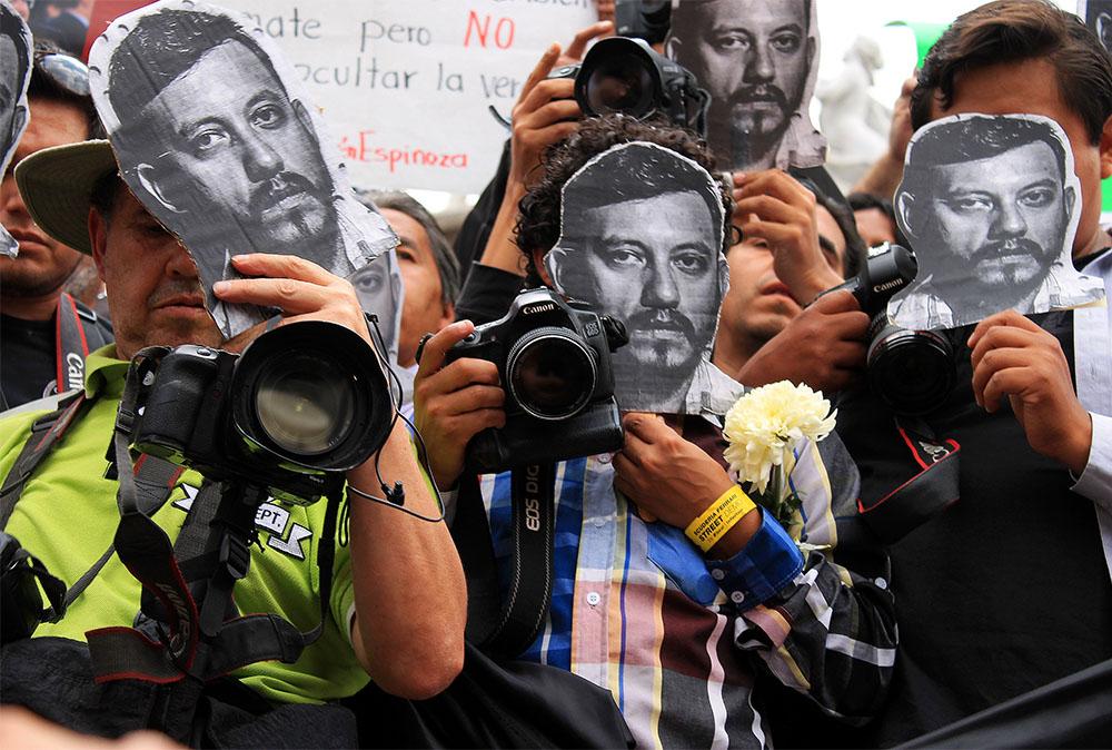 Manifestación de periodistas en el Congreso del Estado
