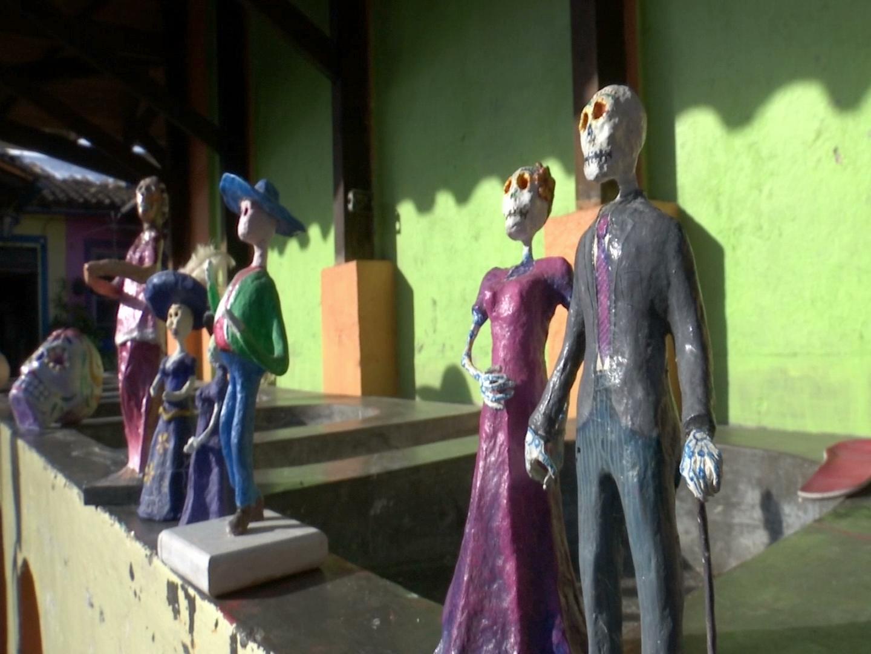 Inicia el tradicional taller de calaveras en el Patio Muñoz