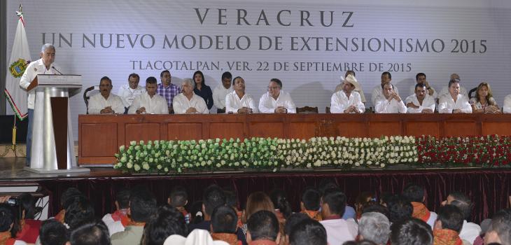 Rinden protesta nuevos extensionistas veracruzanos en favor de una mejor calidad en el campo