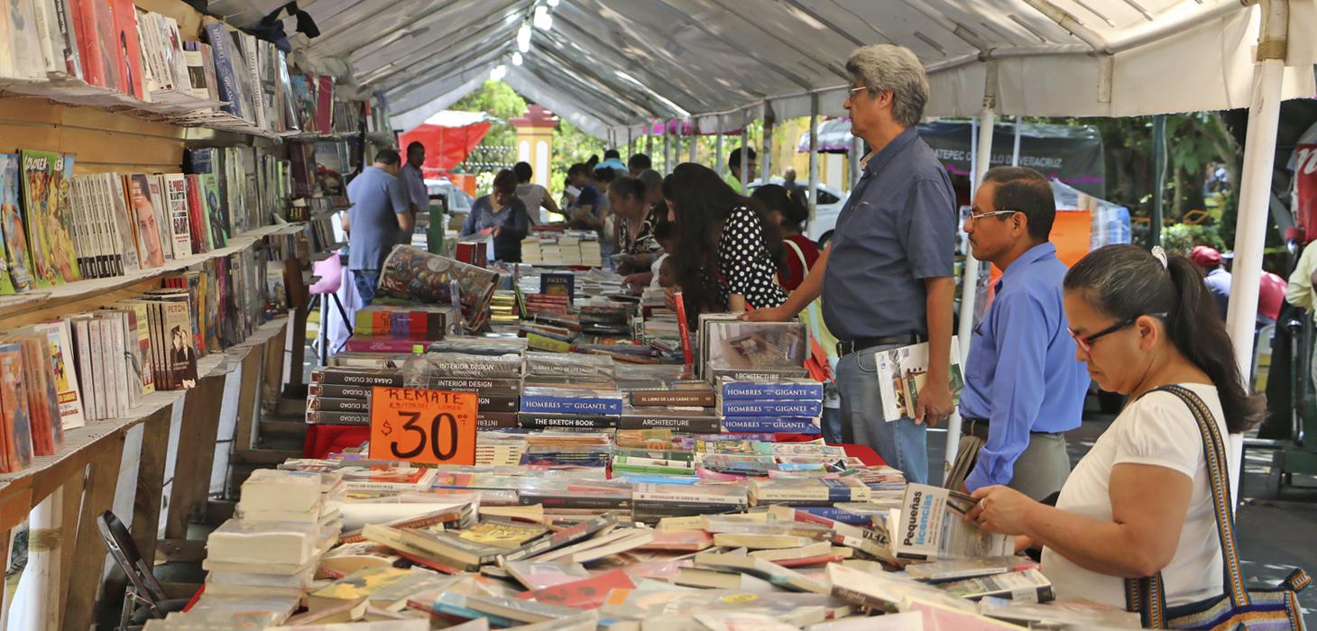 Con buena respuesta, inicia Feria de Libro de Remates en Coatepec