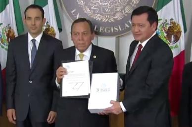 Osorio Chong entrega al Congreso Tercer Informe de Gobierno de Enrique Peña Nieto