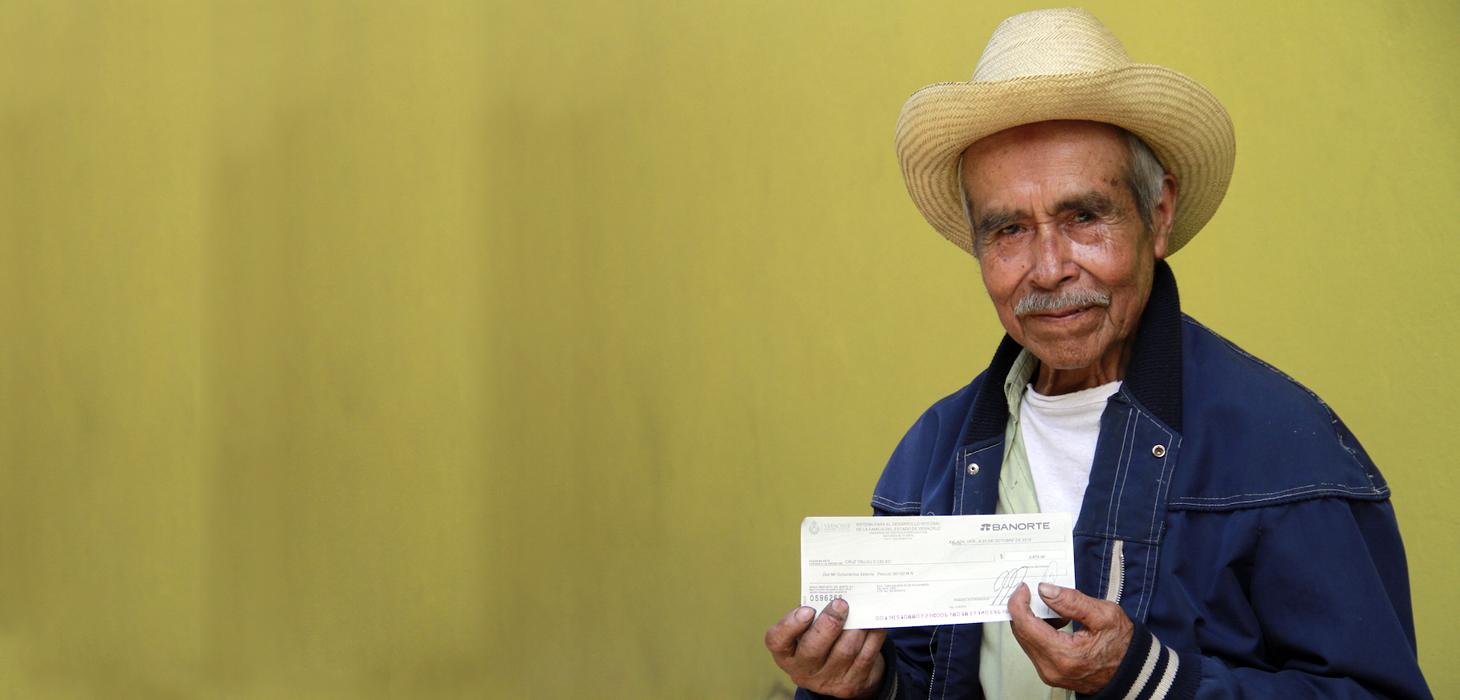Adultos mayores de Córdoba y Orizaba reciben pago de pensión alimenticia