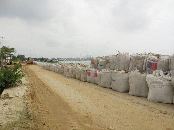 Instalan campamentos en partes altas por crecida del río Coatzacoalcos