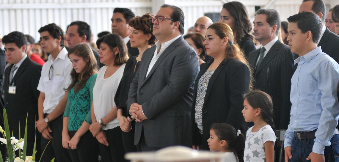 Acompañan Javier Duarte y Karime Macías a familiares de pilotos fallecidos