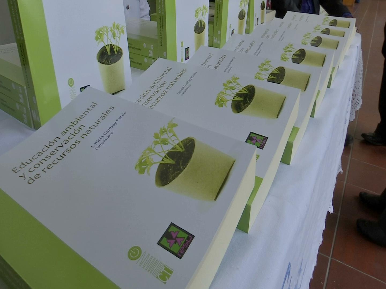 """Presentan el libro """"Educación Ambiental y Conservación de Recursos Naturales"""""""
