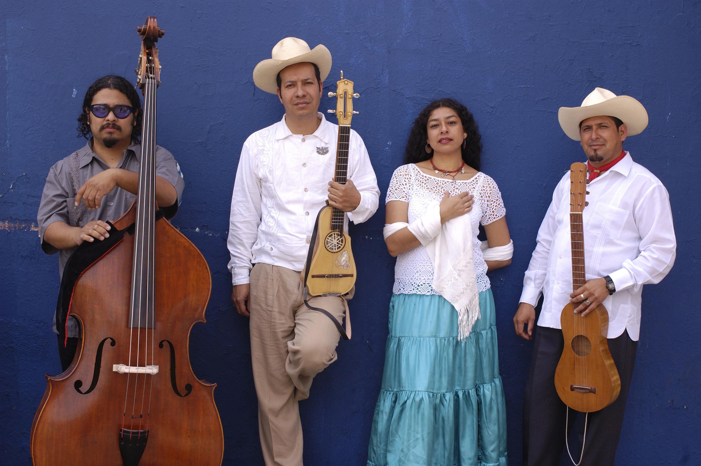 Premian al grupo veracruzano Son de Madera con Las Lunas del Auditorio Nacional