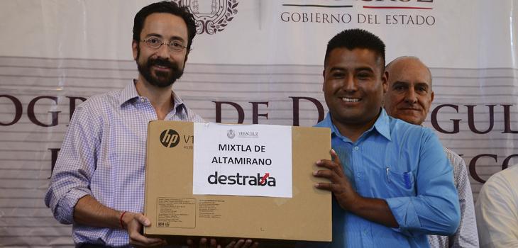 Entrega SEDECOP equipos de cómputo DESTRABA a 8 municipios más de Veracruz