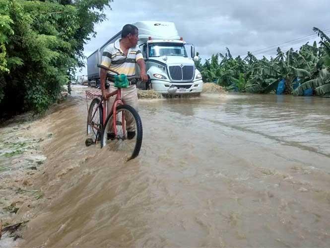 Lluvias provocan inundaciones en 10 comunidades de Tabasco