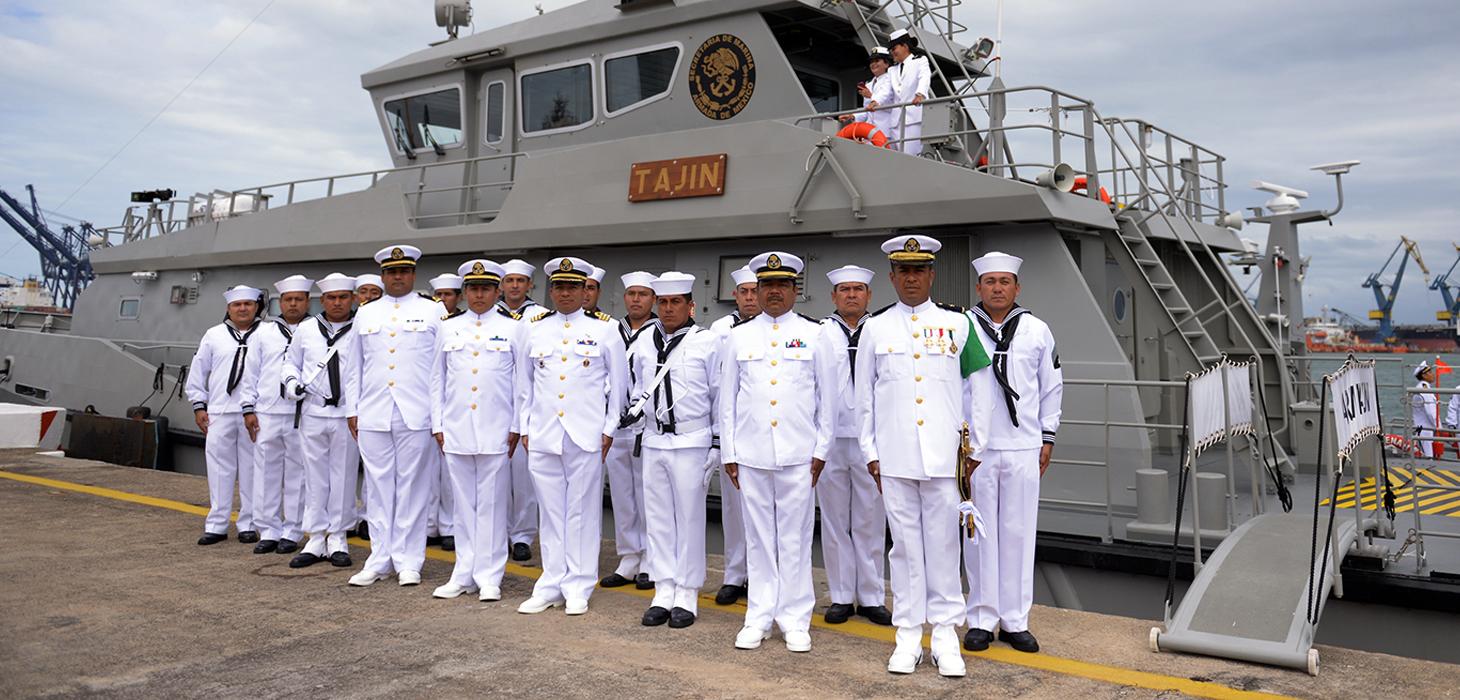 Abanderan Presidente de la República y Gobernador del Estado patrullas de la Marina