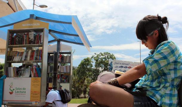 Invitan al I Foro de Poesía en el parque central de Martínez de la Torre
