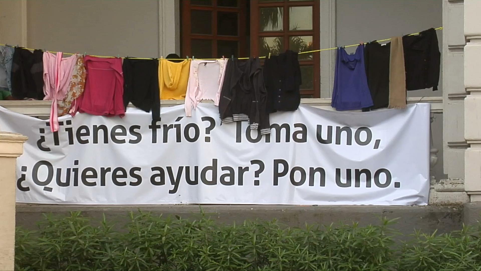Acopian ropa de invierno en el Registro Civil de Veracruz