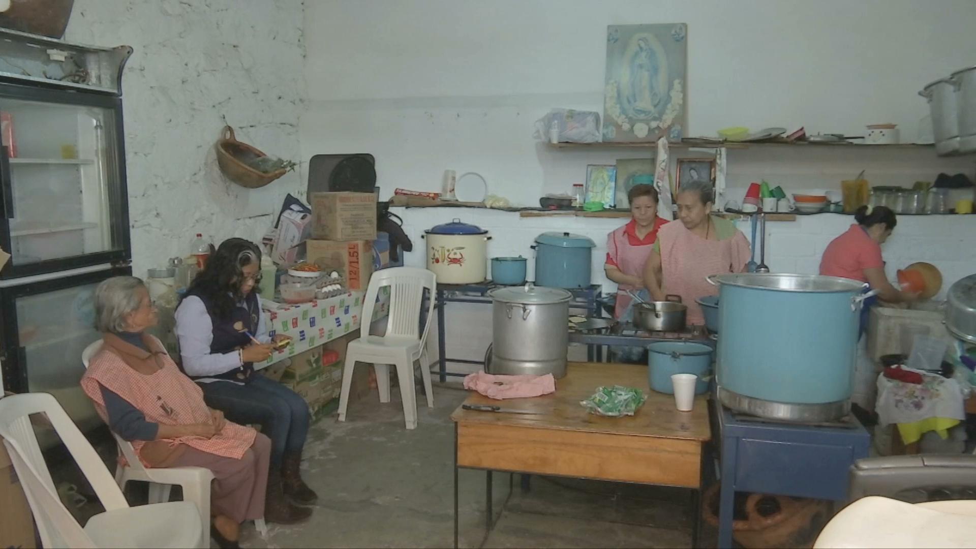 Cocineras voluntarias atienden a peregrinos guadalupanos en El Dique