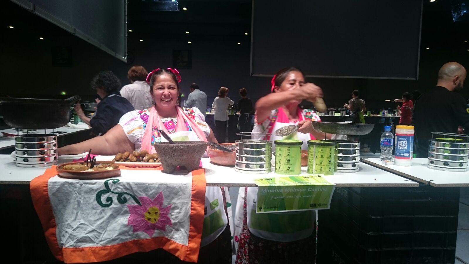 Participan Mujeres de Humo en el concurso de cocina más grande del mundo